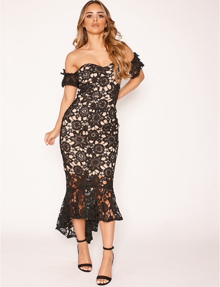 Premium Dress in Embroidery and Lace