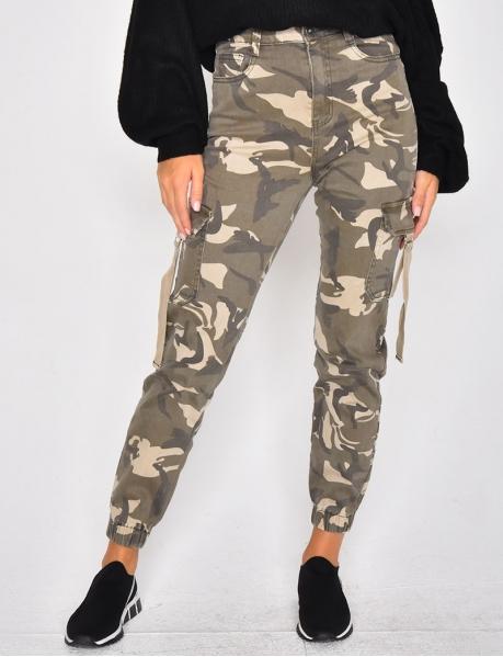 Cargo-Jeans mit Taschen, Tarnfleck