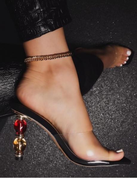 Sandales transparentes à talons bijoux