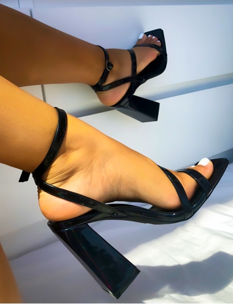 Sandales à talons carrés