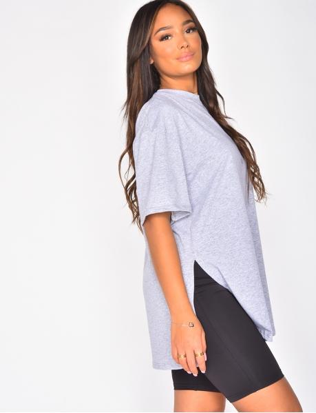 T-shirt à fentes sur les côtés