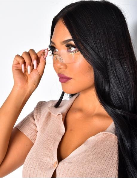 Brille mit klaren Gläsern