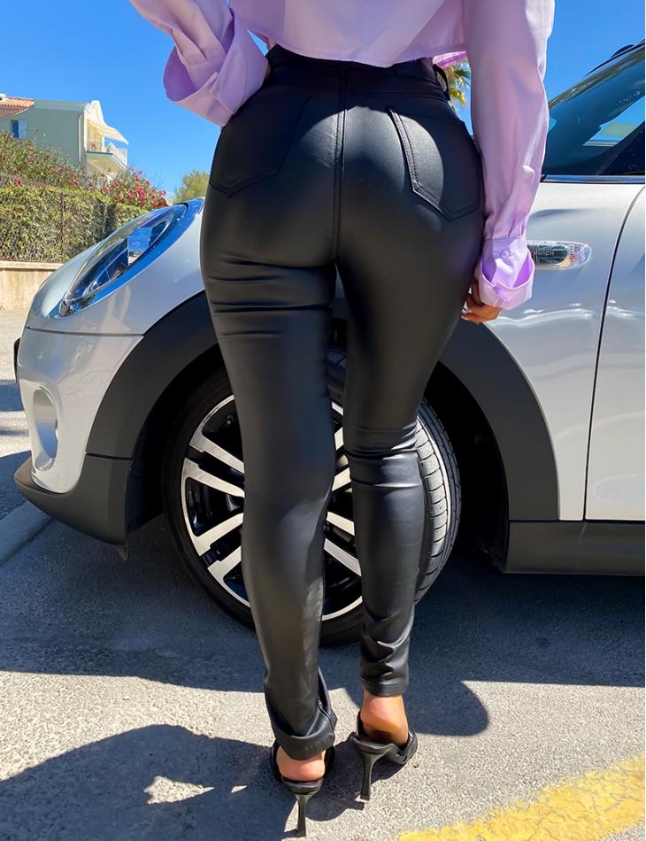 Jeans huilé fendu aux chevilles