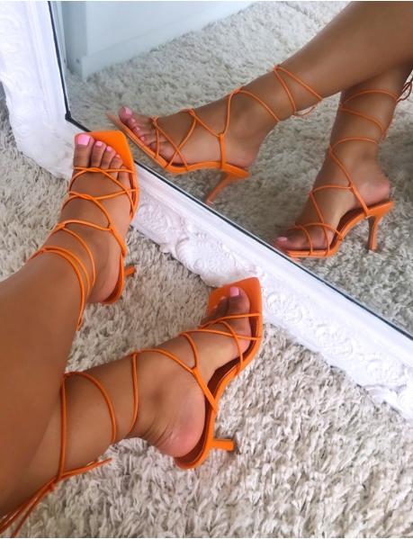 Sandales à talons et à nouer