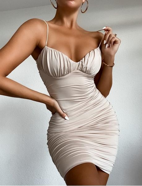 Drapiertes, enganliegendes Kleid