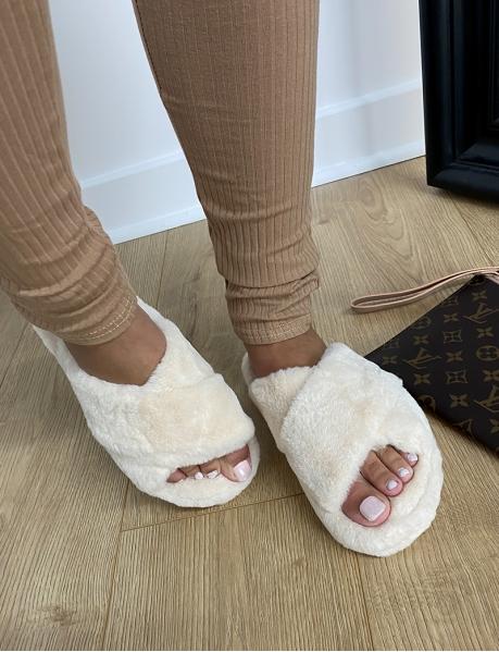 Pantoletten mit Fell