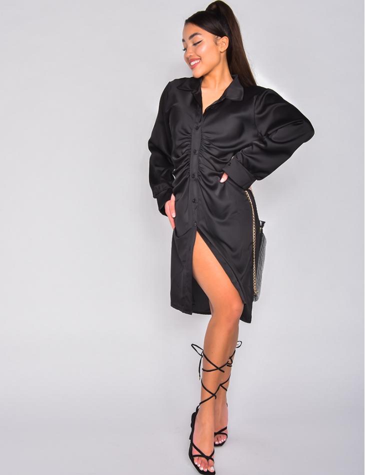 Robe courte en satin froncée