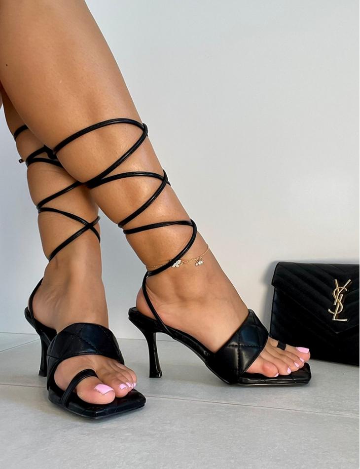 Sandales matelassées à nouer
