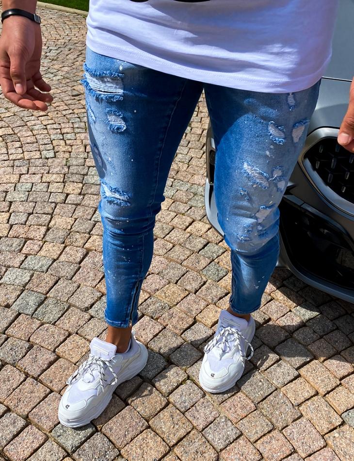 Jeans slim destroy et tâches de peinture
