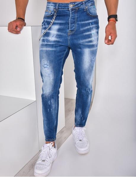 Jeans destroy mit Farbflecken und Kette