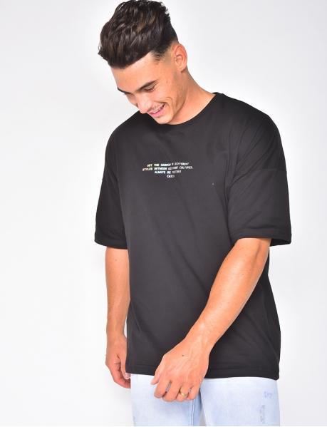 T-Shirt mit silberner Aufschrift