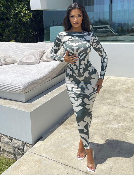Robe longue dos nu manches longues motif camouflage