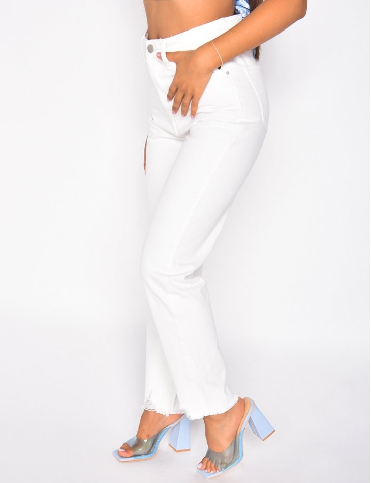 Jeans mom blanc effet destroy au genou