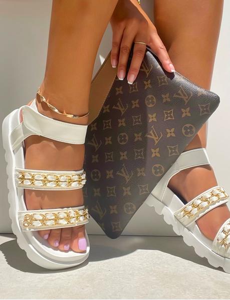 Sandales plates à semelle épaisse et lanière en cuir à petits maillons
