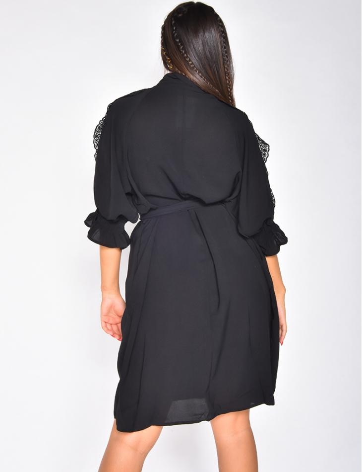 Robe chemise avec dentelle aux épaules