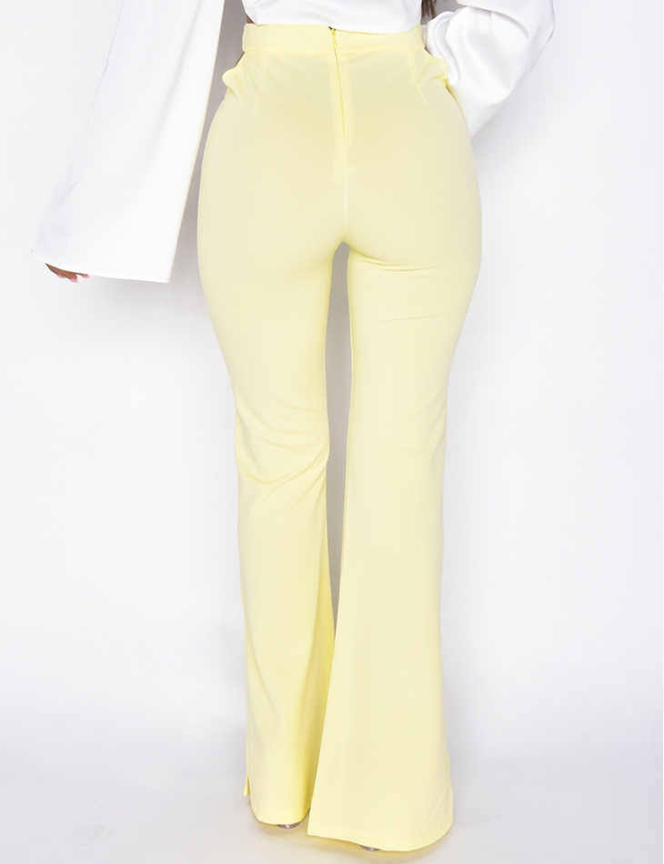 Pantalon ajouré sur les hanches avec anneaux