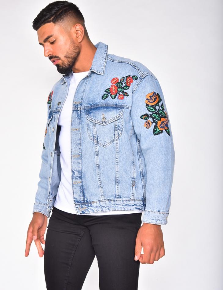 Veste en jeans avec des fleurs