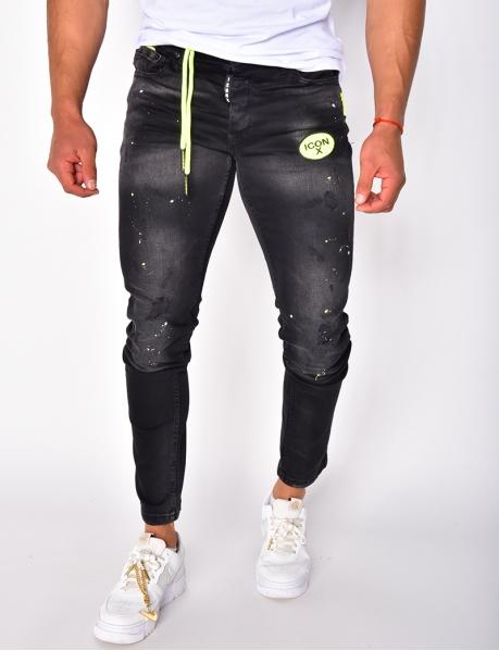 Jeans in Destroyed-Optik mit Flecken und Patch